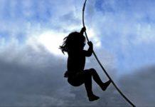 child climb  e